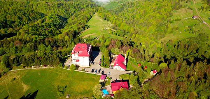 От 2 дней отдыха с завтраками, бассейном, баней, сауной на базе отдыха «Камянка» в Закарпатье