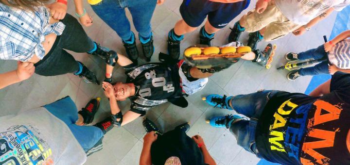 Безлимитный прокат и катание на роликах на роллердроме «Bombastik»