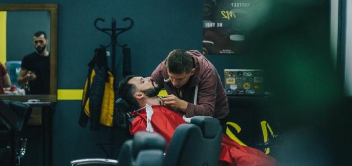 Мужская или детская стрижка, коррекция бороды и бритье опасной бритвой в барбершопе «М2»