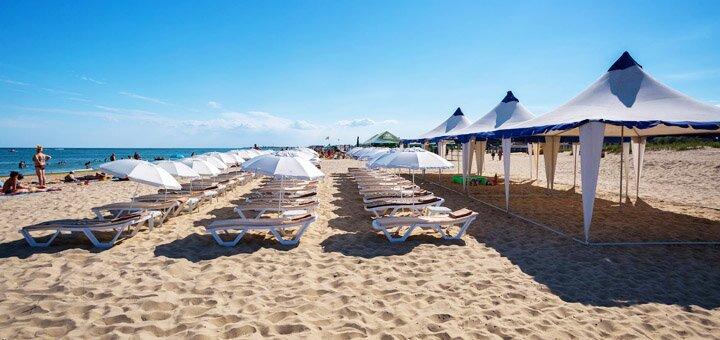 От 4 дней отдыха с завтраками в июне в пляжном парк-отеле «Робинзон» в Затоке