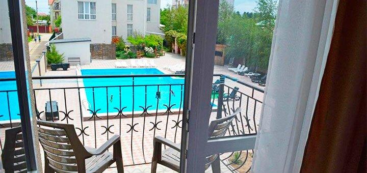 От 3 дней отдыха в июле и августе с питанием в отеле с бассейном «Велес» в Железном Порту