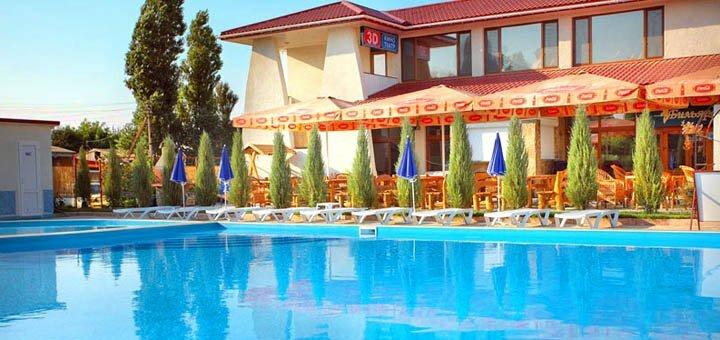 От 3 дней отдыха на бархатный сезон в отеле с бассейном «27 Жемчужин» в Железном Порту
