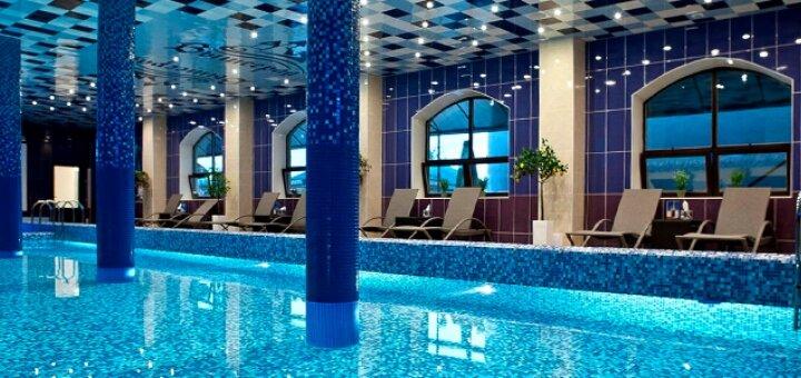 От 2 дней отдыха с бассейном и завтраками в замке-отеле «Вышеград» с видом на озеро под Киевом