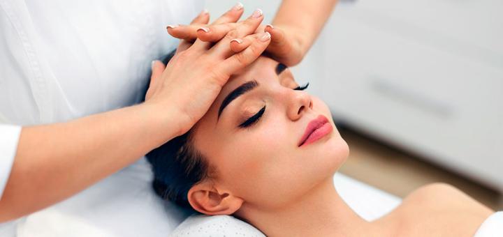 До 5 сеанів косметологічного масажу обличчя з парафінотерапією рук у подарунок в салоні краси