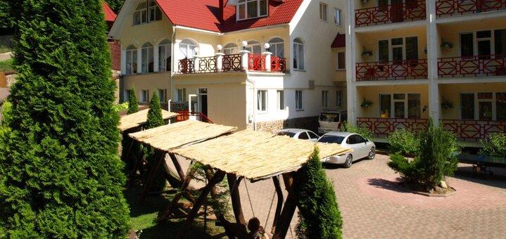 От 2 дней отдыха с трехразовым питанием в оздоровительном комплексе «Солнечный» в Закарпатье