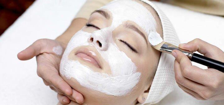 До 5 сеансів комбінованої чистки обличчя з пілінгом в салоні краси та естетичної косметології