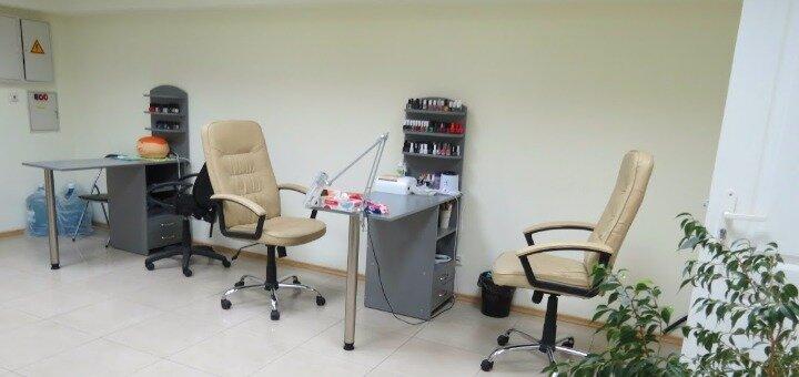 Классический гигиенический маникюр, педикюр и покрытие гель-лаком в студии красоты «Ideal Body»