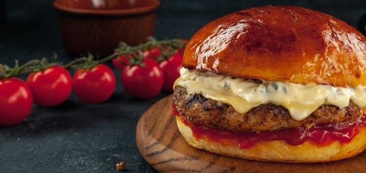 Скидка 50% на все бургеры, хот-доги и картошку фри в кафе быстрого питания «Salsus snack house»